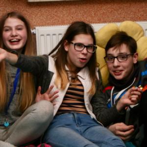 Młodzież na podłodze